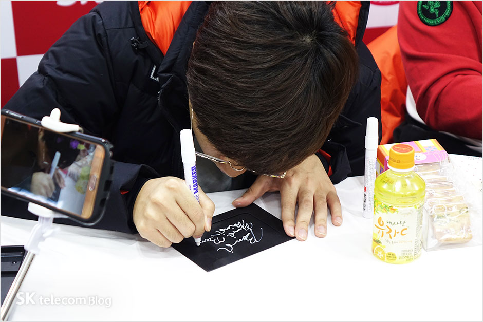 161129-t1-signevent_28