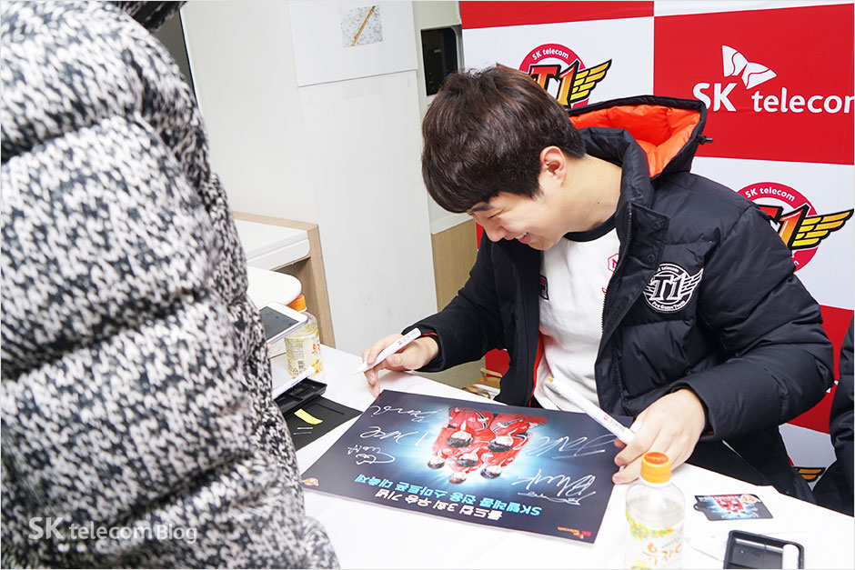 161129-t1-signevent_33